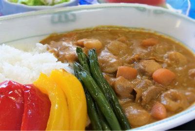 7月15日(月) 「海の日」の昼食(成人食)は、カレー!